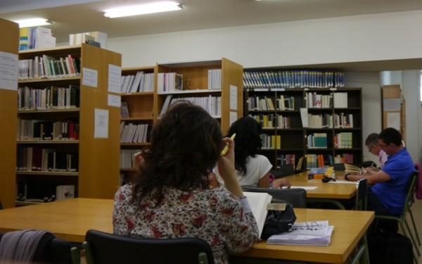 Visita la biblioteca del centro asociado for Biblioteca uned
